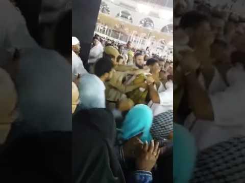 بالفيديو : القبض على شخص حاول حرق الكعبة ببنزين