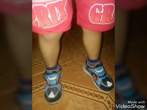 Sepatu Super lagu