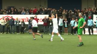 John McEnroe machts mit Köpfchen