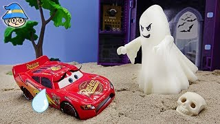 Lightning McQueen saw the ghost. The Disney car turns into a ghost.