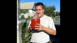 Прикол!!! Балон томатного соку... НЕ ПОВТОРЮВАТИ!!!!!