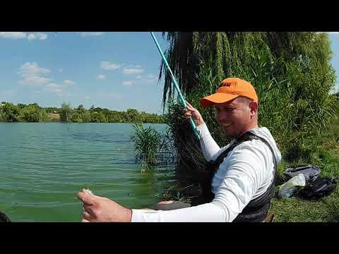 Поплавок. Рыбалка в сильную жару.