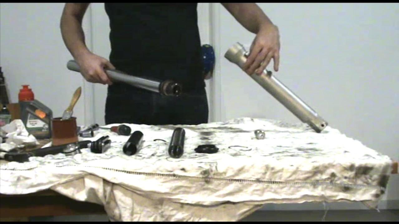 remplacement joints spy et cache poussi re moto youtube. Black Bedroom Furniture Sets. Home Design Ideas