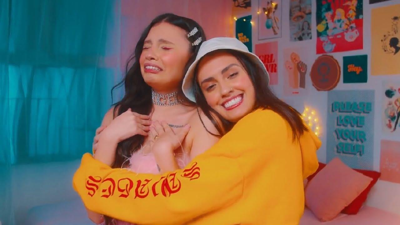 Carol & Vitoria - Eu Tô Gostando De Um Menino Aí (Clipe Oficial)