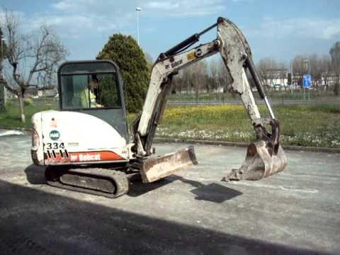 Lotto 19 asta 405. Mini escavatore BOBCAT 334 anno 2002.