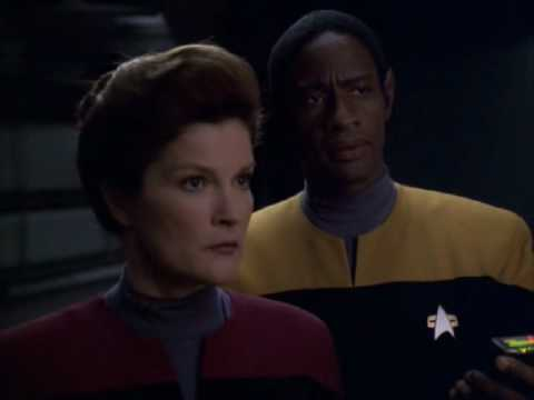 Star Trek Voyager, Relativity. 1 of 4 Janeway captures Seven of Nine.