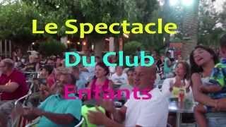 le spectacle du mini club au camping Sunelia les Tropiques à Torreilles