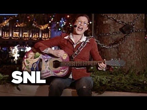 Weekend Update: Cinder Calhoun On The Rockefeller Center Christmas Tree - SNL