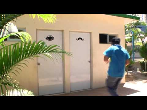 PELIGRO EN BAÑOS PÚBLICOS   vídeos que dan risa chistosos bromas 在浴室做爱