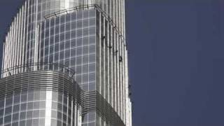 YouTube - Burj Dubai (Burj Khalifa) in HD - Window cleaning.flv
