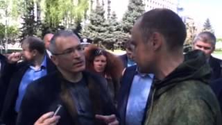 Ходорковский разговаривает с активистом Дмитрием