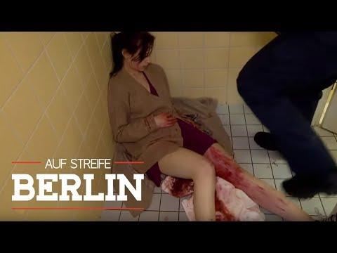 Blutiger Zwischenfall: Frau entbindet Kind auf Toilette   Auf Streife - Berlin   SAT.1 TV