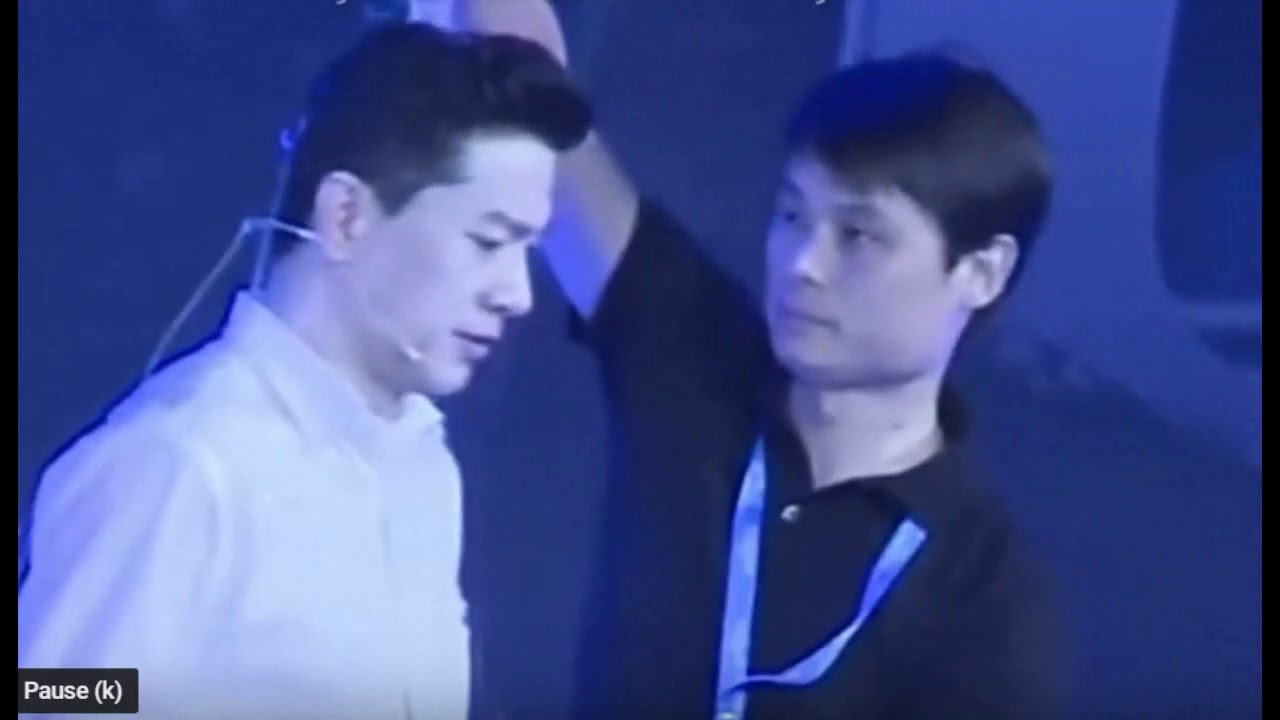 China's Baidu CEO Robin Li attacked with water during conference- Viral