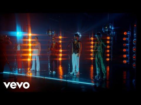 CNCO – Un Beso (Official Video)