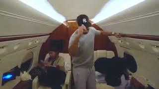 MIRA COMO BAILA -Romeo santos - en su jet privado camino a Panamá
