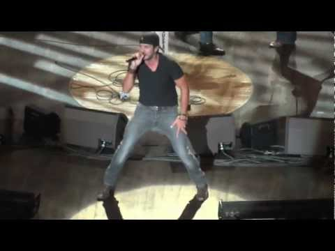 Luke Bryan Country Girl (shake it for me) Live at the Grand Ole Oprey