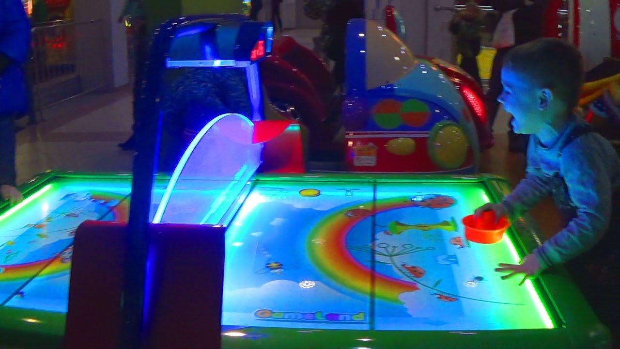Влог. Играем в игровые автоматы - Детский канал Max Show for Kids