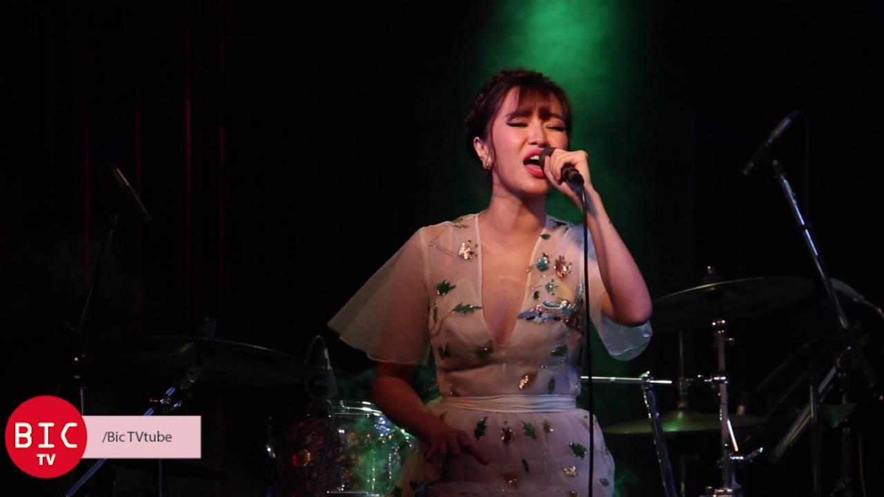 [Bic TV] Bích Phương hát lại hàng loạt những ca khúc thời 8x, 9x | Minishow  phòng trà WE - YouTube
