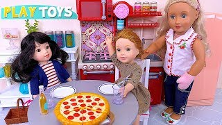 Sisters Baby Dolls Pizza Dinner with Mommy in Dollhouse Kitchen!