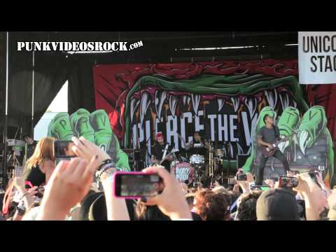 Pierce The Veil - The Divine Zero (Live at Vans Warped Tour 2015)