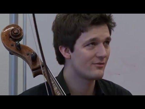 Cellist Maximilian Hornung bei Rhapsodie in School
