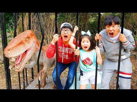 Boram And Konan Ddochi Play With Dinosaur At Forest Safari