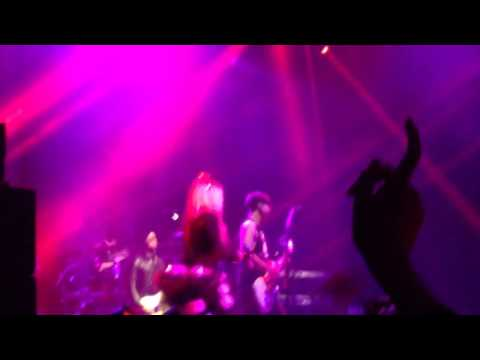 Avril Lavigne Hello Kitty and Girlfriend LIVE Japan