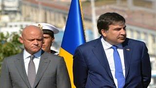 В Одессе овациями встречали Саакашвили и освистали мэра Труханова(В Одессе вовремя присяги новой патрульной полиции Одессы, одесситы возле памятника Дюку Де Ришелье встрети..., 2015-08-25T16:53:37.000Z)