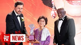 Tun Siti Hasmah receives Lifetime Achievement Award