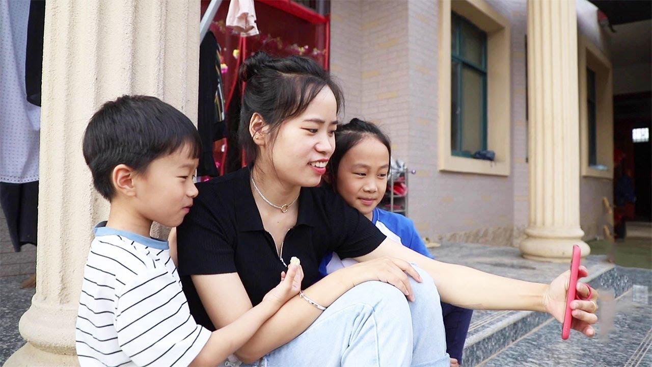 明熠去外婆家沒幾天,哥哥姐姐都想念弟弟了,讓媽媽開視頻看看【農人丫頭】 - YouTube