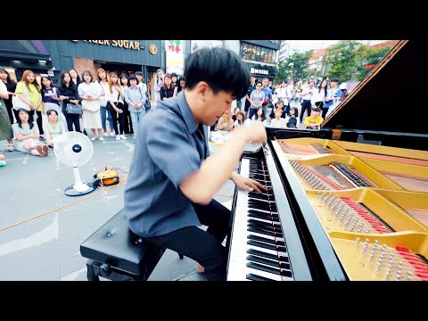 insane-classic-music-playing-on-the-street-piano