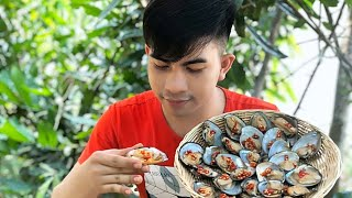 Grill clams with hot chili sauce in forest/Khmerfoodcookingrecipe/{Episode11}
