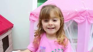 Laurinha and New PlayHouse ! Laurinha brincando na casinha de brinquedo nova !