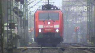 BR189 mit gemischtem Güterzug bei Bonn Villich Müldorf nach Köln