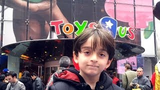 Beyblade Hunting - Toys R Us - Times Square, New York, March 15th 2012