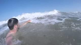 Арабатская стрелка, пляж между Счастливцево и Генгоркой.(Арабатская стрелка, пляж между Счастливцево и Генгоркой. Видео просмотр которого освежает в жару и согрева..., 2015-02-03T12:30:39.000Z)