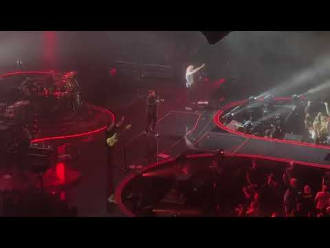 Queen. Brian May Guitar Solo and Radio Gaga. Auckland 2018