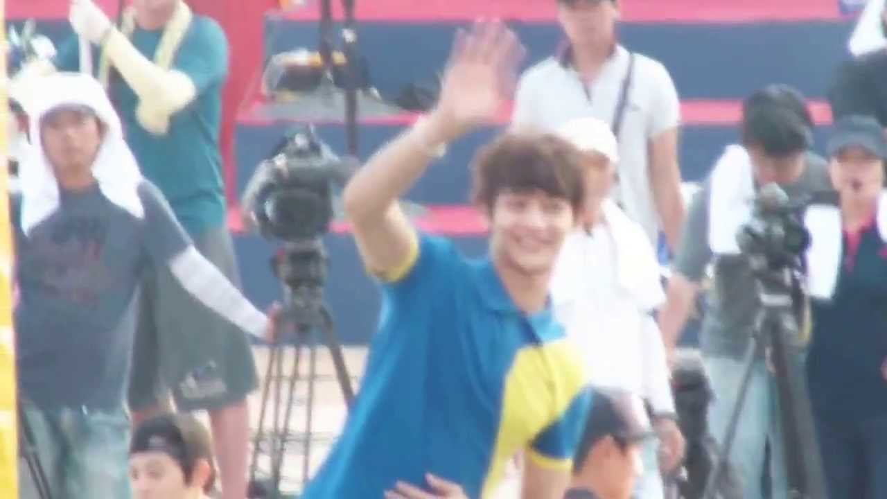 """Download 130828 Minho waving to fans - Lets Go Dream Team 200th """"King of King"""""""