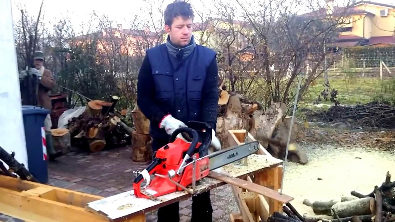 Come tagliare da soli la legna con una motosega youtube for Motosega fissa