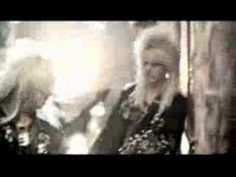 Клип Crashdïet - Riot In Everyone