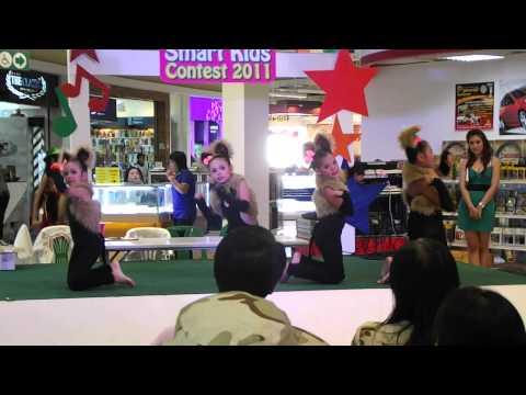พี่เพลงโชว์เต้นงาน Smart Kids Contest 2011