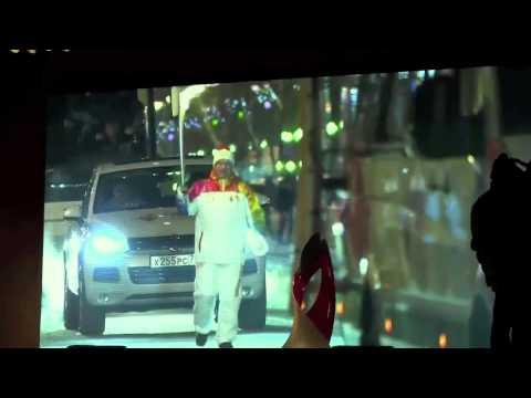 Тысячи тюменцев встречали на улицах города факелоносцев