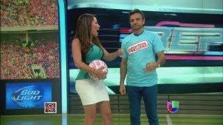 Repeat youtube video Eugenio Derbez platicó con Lindsay Casinelli - República Deportiva