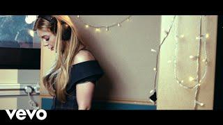 Смотреть клип Becky Hill - Back And Forth