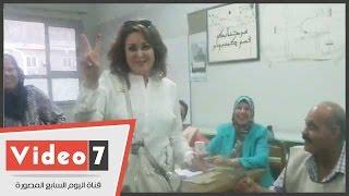بالفيديو.. نهال عنبر تدلى بصوتها فى لجنة بمدرسة أمل لبنان بالمهندسين