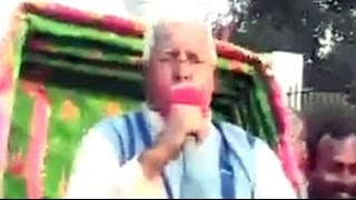 Lalu takes ride on a cycle-rickshaw to meet Governor