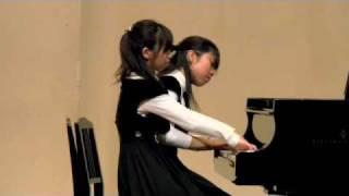 編曲 轟千尋 編曲者が直接子どもたちに想いを伝えながら作り上げた 2009年末の曲集全曲演奏会より。 「みんなで連弾 ハッピー☆クリスマス」〜全音楽譜出版社より.