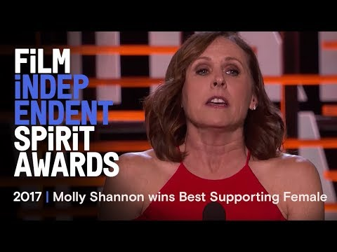 Molly Shannon wins Best Supporting Female at the 2017 Film Independent Spirit Awards