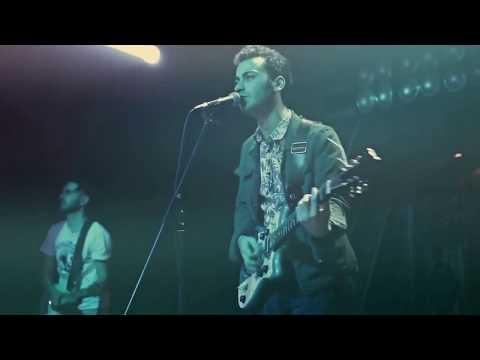 Yüzyüzeyken Konuşuruz - Sandal ( Lyric Video ) Akustik Travma