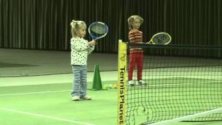 Ксюша и Мариша тренируются в зале(, 2012-01-18T13:54:25.000Z)